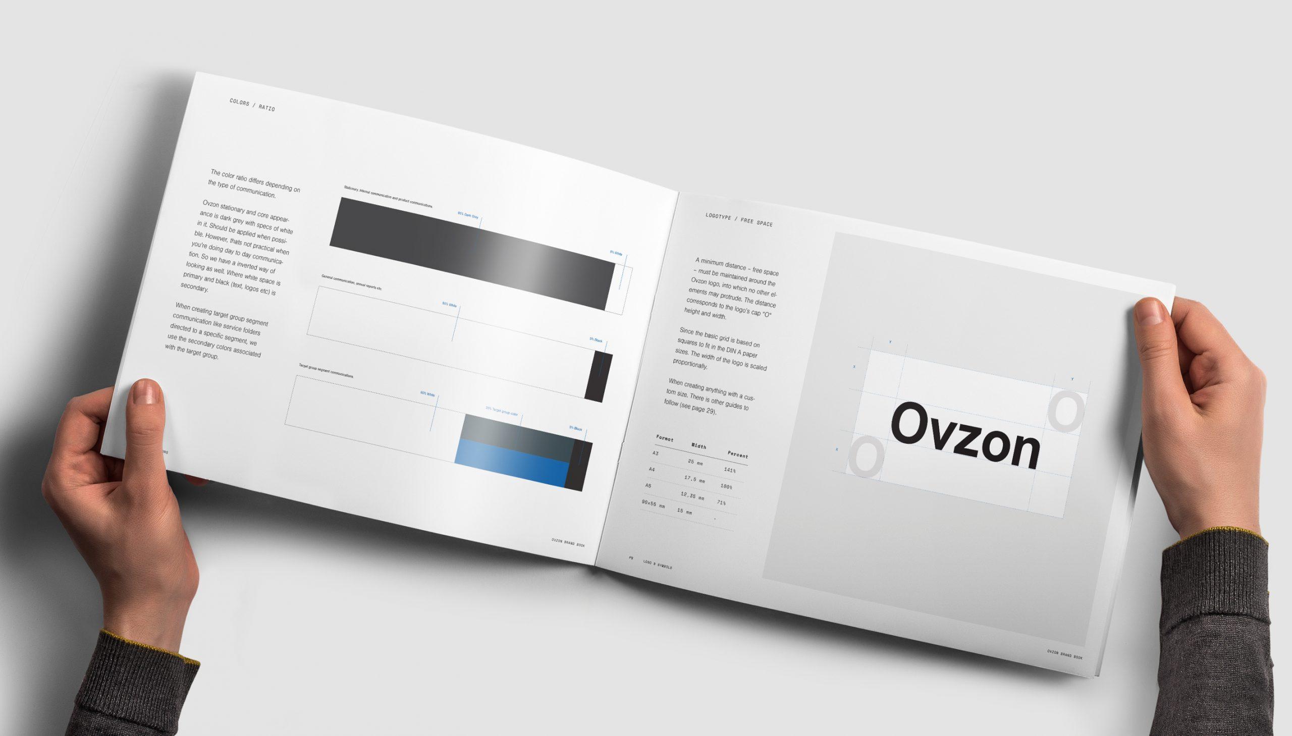 07-landscape-brochure-mockup